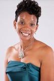 Donna di colore nel bianco Immagini Stock