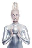 Donna di Cyber con la sfera d'argento Fotografia Stock Libera da Diritti