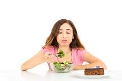 Donna di dieta che mangia insalata Fotografia Stock Libera da Diritti