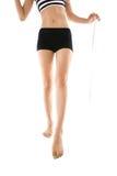Donna di dieta che sta con una misura di nastro Fotografia Stock