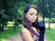 donna di distensione della bella sosta Fotografia Stock