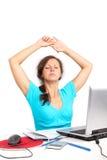 Donna di distensione in ufficio Fotografie Stock Libere da Diritti