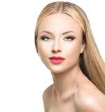 Donna di fascino con capelli diritti biondi lunghi Fotografia Stock
