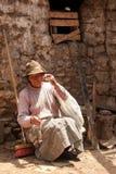 Donna di filatura, Sudamerica Fotografie Stock Libere da Diritti