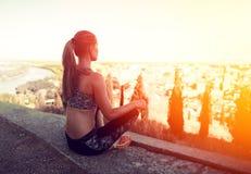 Donna di forma fisica all'aperto Immagini Stock