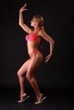 Donna di forma fisica in bikini Immagini Stock