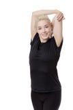 Donna di forma fisica che allunga armi Fotografie Stock