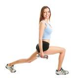 Donna di forma fisica che fa esercitazione di affondo immagini stock libere da diritti