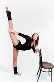 Donna di forma fisica che fa esercizio dell'equilibrio Fotografia Stock Libera da Diritti