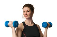 Donna di forma fisica che si esercita con il sollevamento pesi Dumbells Fotografia Stock Libera da Diritti