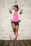 Donna di forma fisica che si prepara per risolvere Fotografie Stock