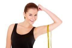 Donna di forma fisica con nastro adesivo di misura Immagini Stock