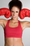 Donna di forma fisica dei guanti di inscatolamento fotografia stock libera da diritti