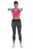 Donna di forma fisica di allenamento agli sport che prepara le teste di legno della tenuta in pieno Fotografia Stock