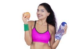 Donna di forma fisica dopo l'allenamento Fotografie Stock