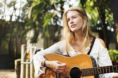 Donna di hippy che gioca concetto di musica Immagine Stock Libera da Diritti
