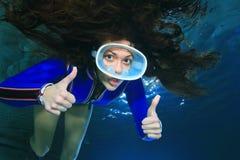 Donna di immersione subacquea Fotografia Stock