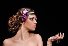 Donna di incanto con la treccia dei capelli immagine stock libera da diritti
