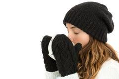 Donna di inverno che gode del suo tè Fotografia Stock Libera da Diritti