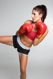 Donna di Kickboxing immagine stock