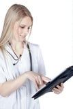 Donna di medico che fa le note Fotografia Stock