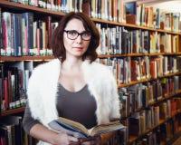 Donna di medio evo in biblioteca Fotografia Stock Libera da Diritti