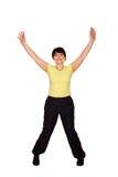 Donna di mezza età felice che la salta e che ondeggia armi Immagini Stock