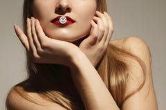 Donna di modo con il diamante immagini stock