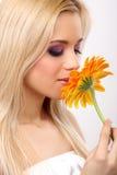 Donna di modo con il fiore Fotografie Stock Libere da Diritti