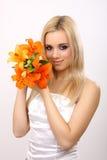 Donna di modo con il fiore Fotografia Stock