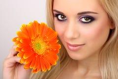 Donna di modo con il fiore Immagine Stock Libera da Diritti