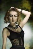 Donna di modo con stile bizzarro fotografia stock libera da diritti