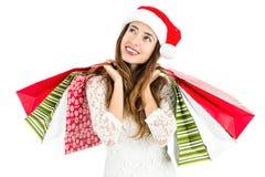 Donna di Natale con i sacchetti della spesa che guardano per copiare spazio immagine stock libera da diritti