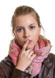 Donna di pensiero con capelli biondi Fotografie Stock Libere da Diritti