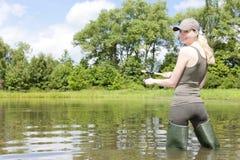 Donna di pesca Fotografia Stock