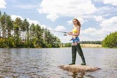Donna di pesca Immagini Stock