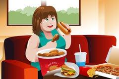 Donna di peso eccessivo che mangia alimenti a rapida preparazione Fotografia Stock Libera da Diritti