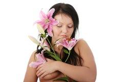 Donna di peso eccessivo con il fiore del giglio Immagini Stock Libere da Diritti