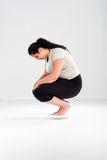 Donna di peso eccessivo sulla scala Immagine Stock