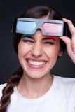 Donna di risata con i vetri 3d Immagine Stock