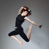 Donna di salto attraente Immagine Stock