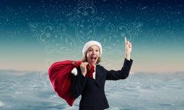 Donna di Santa con la borsa rossa Immagini Stock