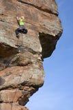 Donna di scalata di roccia Immagine Stock