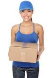 Donna di servizio postale di consegna Immagine Stock