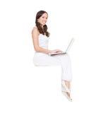 Donna di smiley con il computer portatile Fotografia Stock Libera da Diritti