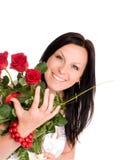 Donna di Smilling con buquet delle rose immagine stock