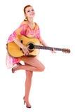 Donna di Smilling con la chitarra Immagini Stock Libere da Diritti