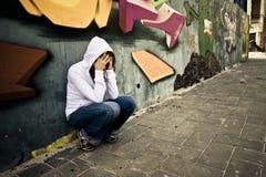 Donna di sofferenza sulla parete Fotografia Stock