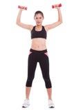 Donna di sport che fa esercizio con i pesi di sollevamento fotografia stock libera da diritti