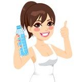 Donna di sport che mostra bottiglia Fotografia Stock